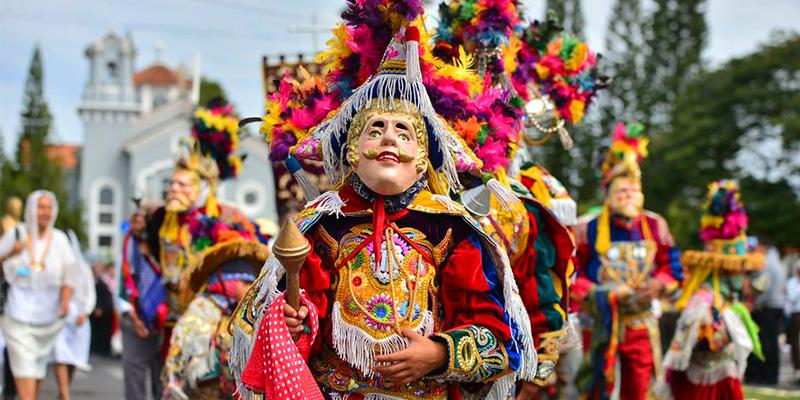 Raices y folklore guatemalteco