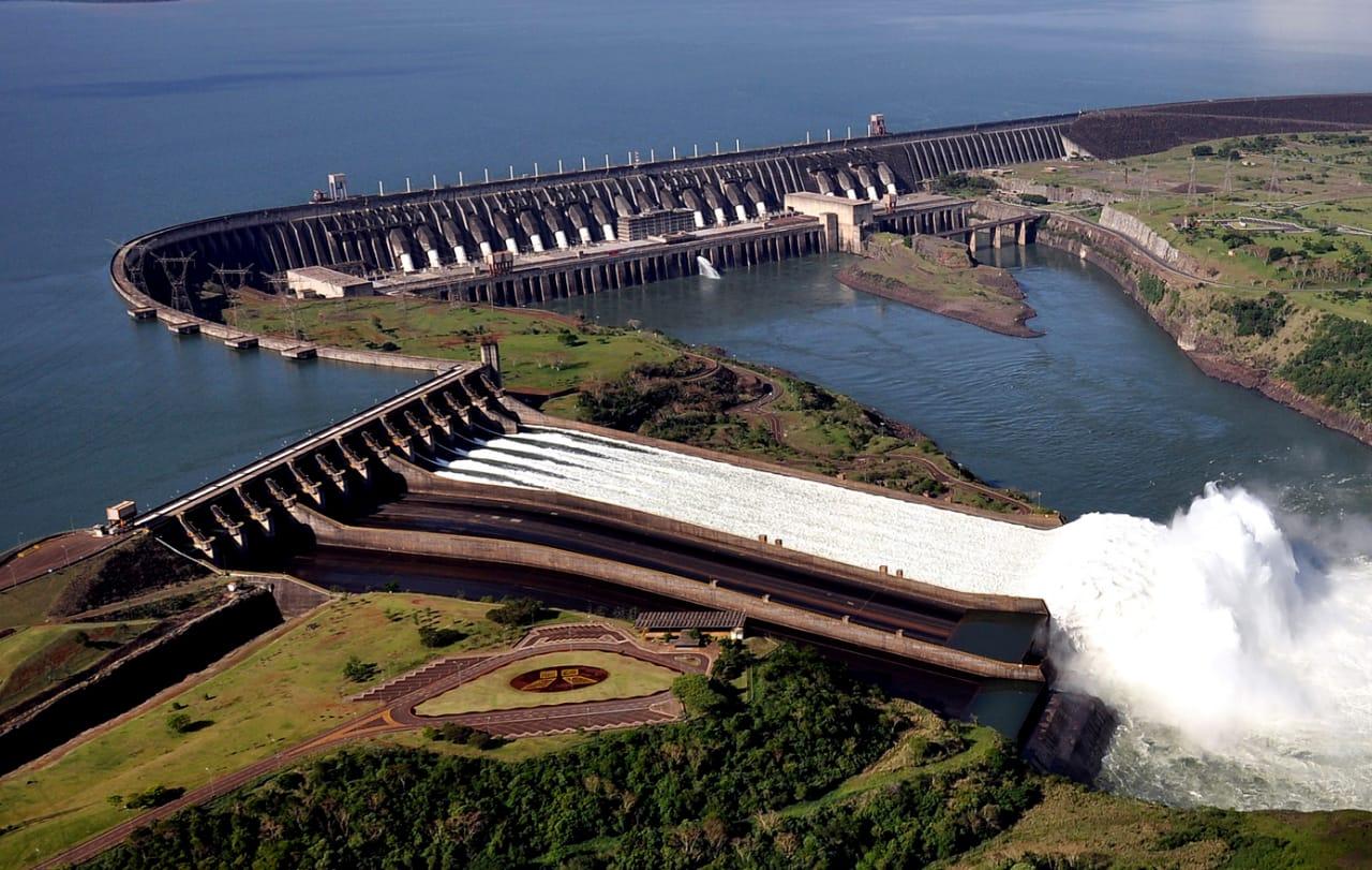 ITAIPU Hidroeléctrica funcionando a su máxima capacidad