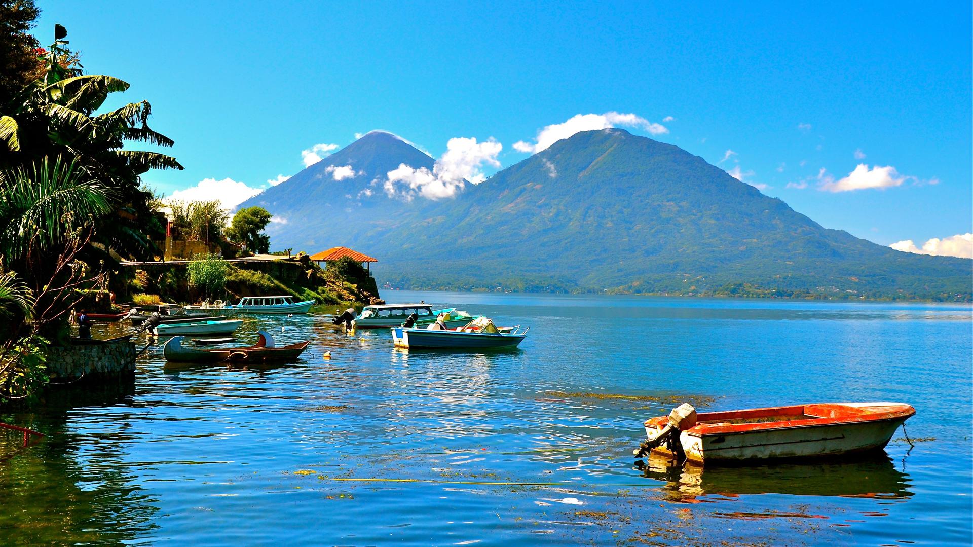 lago de atitlan en guatemala