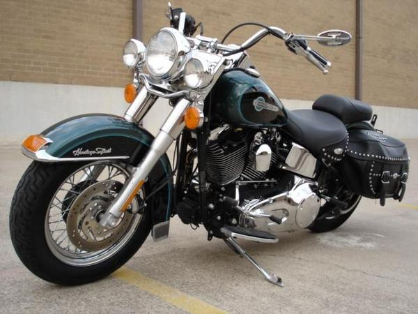 motocicleta crucero color negro